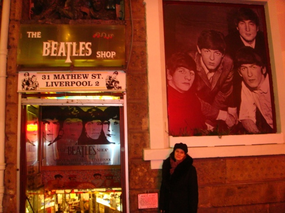 4 Janeiro 2012 - Liverpool -Lucy pelas ruas do The Cavern Club