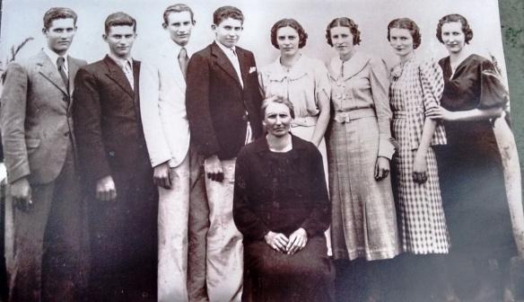 Anna Florian Zanet e seus 8 filhos