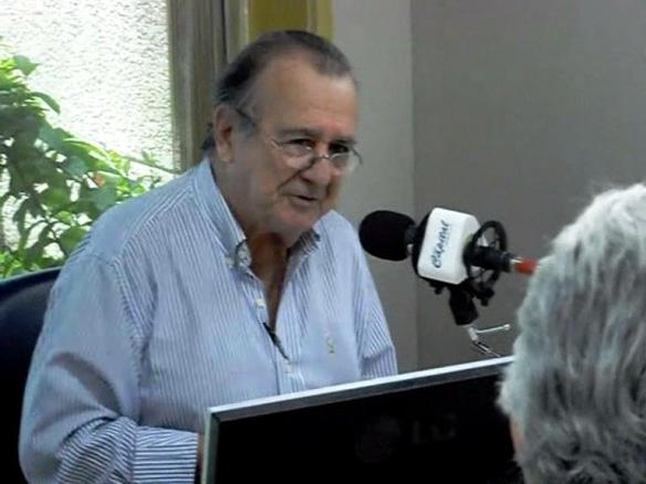 Antonio Aguillar durante um programa na Rádio Capital