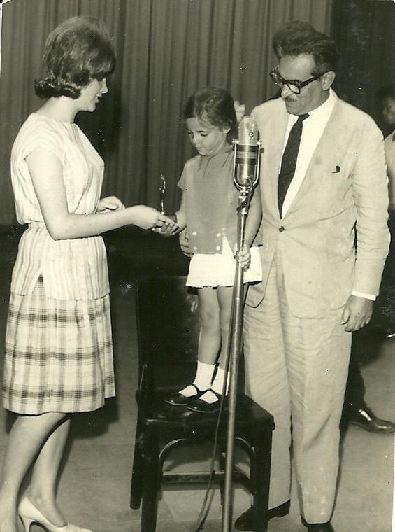 George Freedman e Enzo de Almeida Passos com a Maria Regina no colo  e Sonia Andrade