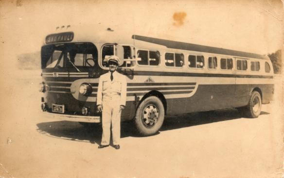 Cândido dos Santos, motorista de ônibus, era cunhado de Antonio Pires Carneiro, o avô de Morivaldo, que nos enviou todas as fotos.  Ele foi sogro de Mariza Silva (ex-primeira dama) e avô de Marcos Lula.