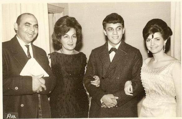 Genival Melo, escritora Mariazinha Congilio, Wanderley Cardoso e Meire Pavão em um clube de Jundiaí-SP