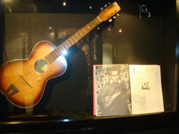 George e a guitarra - Liverpool