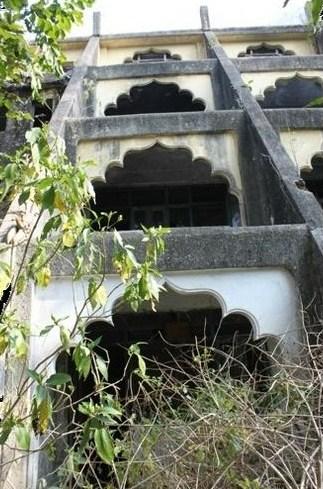 Foto 13 - O ashram que os Beatles estiveram entre fevereiro e abril de 1968 fica a leste da ponte de Ram Jhuha, bons 40 minutos se o trajeto for a pé. Seguindo pela encosta do rio, vale a pena encarar a caminhada para conhecer um dos excelentes mercados locais, com melhores preços do que as lojas no centro de Rishikesh.