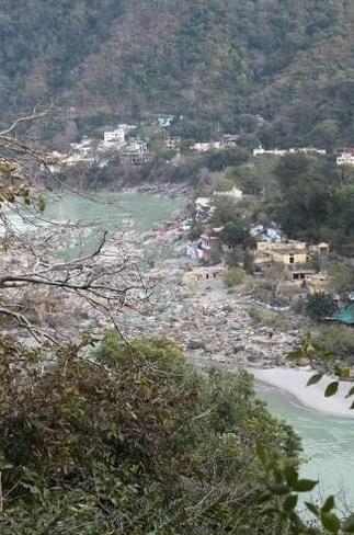 Foto 18 - É em Rishikesh que fica a nascente do Ganges, o mais importante rio da Índia, e a cidade abriga um dos únicos trechos em que o rio manteve-se limpo. No local há ainda a belíssima ponte de Ram Jhuha que, além de ligar os dois lados de Rishkesk, proporciona uma vista digna de cartão postal.