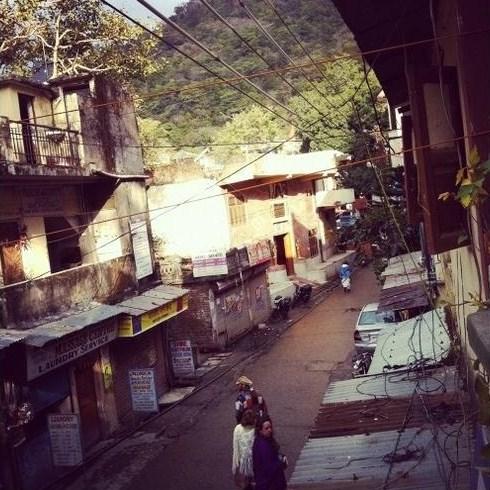Foto 21 - É em Rishikesh que fica a nascente do Ganges, o mais importante rio da Índia, e a cidade abriga um dos únicos trechos em que o rio manteve-se limpo. No local há ainda a belíssima ponte de Ram Jhuha que, além de ligar os dois lados de Rishkesk, proporciona uma vista digna de cartão postal.