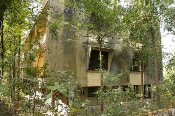 """Foto 2 - Embora a visita ao """"ashram dos Beatles"""" seja um ponto turístico, ela não é legalizada. Há anos o local está abandonado e, desde 1997, foi fechado pelo governo indiano."""