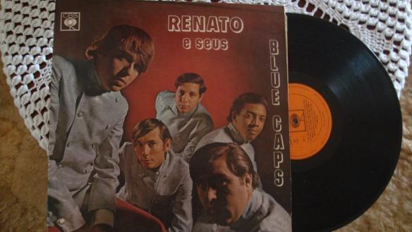 Nesta foto do LP de 1968, estão: Renato Barros, Carlinhos (que era primo de Renato e Paulo César), Tony ao fundo (baterista), Cid Chaves e Paulo Cesar Barros na frente.
