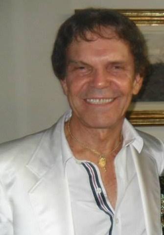O cantor Cyro Aguiar - Maio/2013