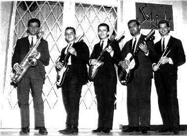 The Jet Black´s em frente a boate Skindô. Da esquerda para a direita: Nestico, Zé Paulo, Gato, Orestes e Nelson, que substituiu Jurandi, que estava com pneumonia.