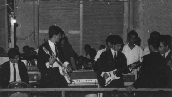 """""""1964 -The Jet Blacks tocando em Tres Lagoas MT,Serginho """"Canhoto"""" com a minha """"Home-Made"""" jazzmaster,Bobbi Di Carlo,(no lugar do Gato) sua segunda passagem pelos The Jet Blacks,Jurandi (na Batera) e Ze Paulo no baixo."""" (Sérgio Vigilato)"""