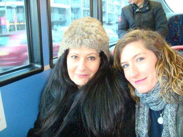 Minha filha Michelle, que recebeu este nome em homenagem à canção de McCartney, e eu no metrô de Londres.