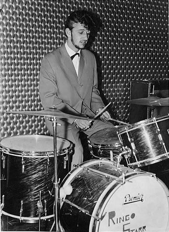 Ringo 06 Junho 1962 – Ringo é contratado para gravar com os Beatles mas Pete continua sendo o baterista dos Beatles para os Shows