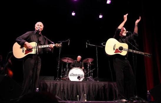 The Quarrymen se apresentando em 2010