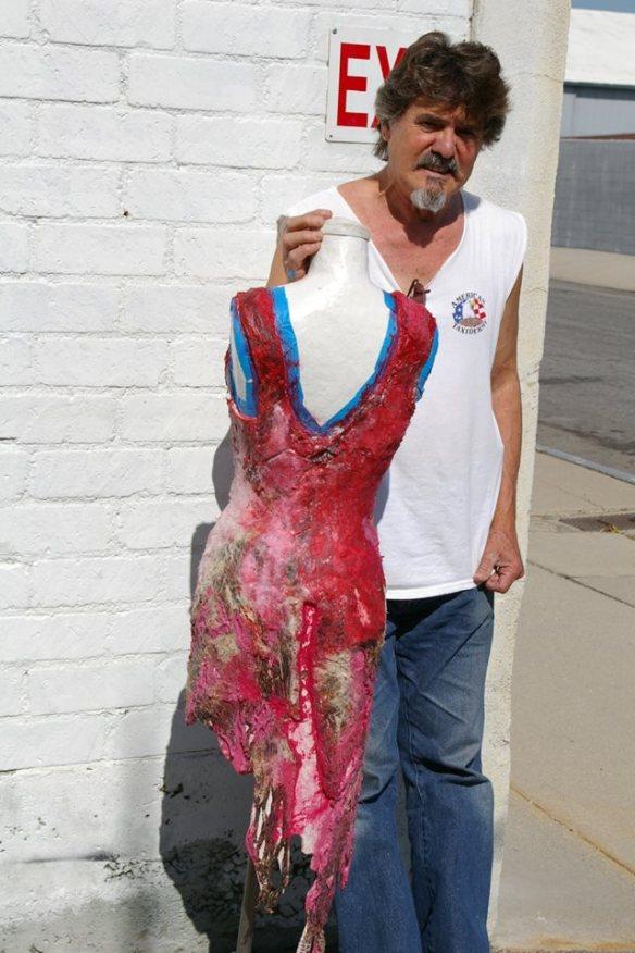 Sérgio com o vestido de carne da Lady Gaga 2