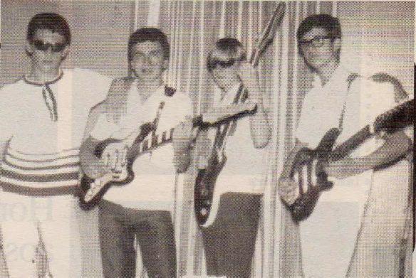 """""""Os Malks"""", primeiro grupo cover dos The Beatles, de Canoas, em 1965, tinha esse primeira formação: Cézar Zica (bateria), Aérnio Penteado, o Zé (base), Paulo Armando Venhofen, o Paulinho (baixo) e Davi Garcia Neto (solo)."""