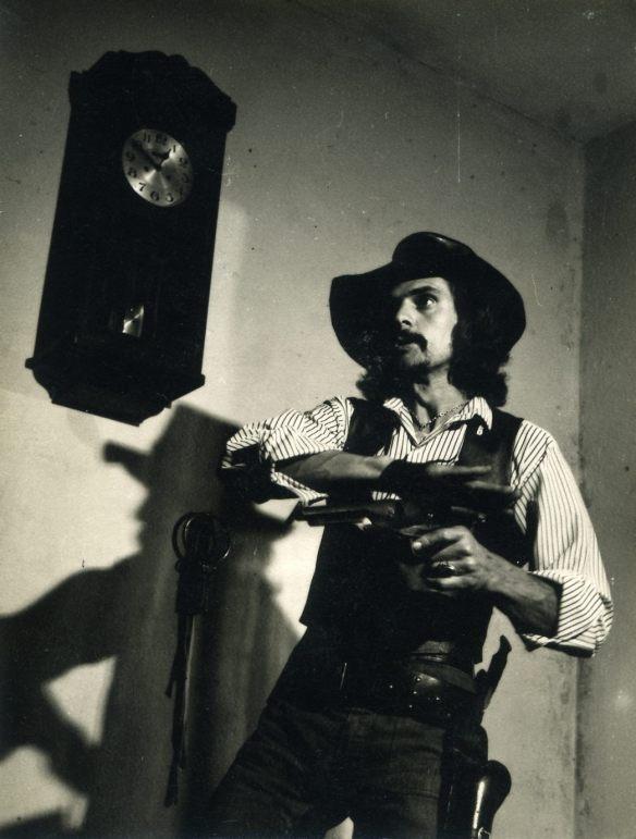 Sérgio Vigilato - 1971 em seu quarto na Vila Carioca - foto Jorge Honda
