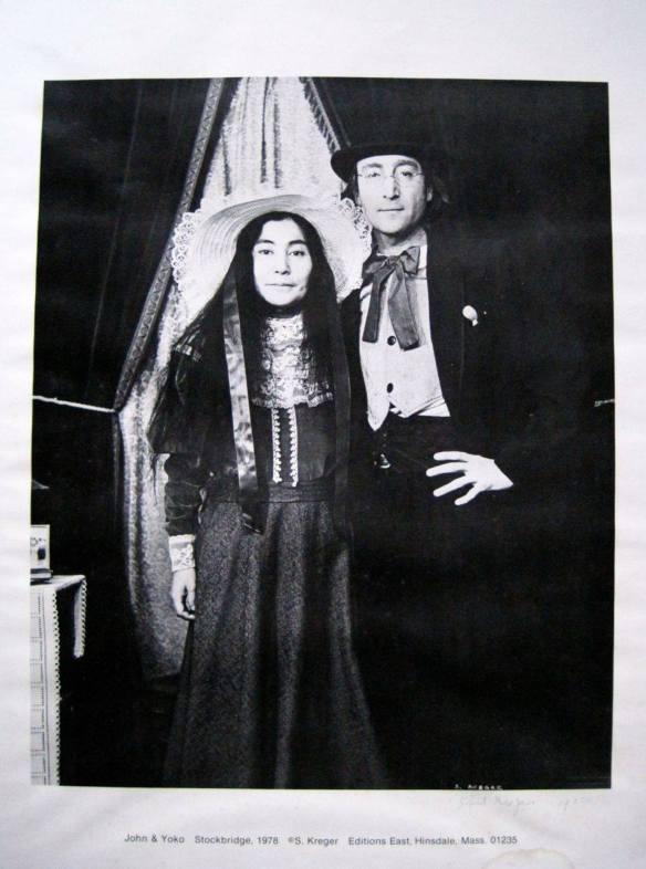 John e Yoko vestidos de homem e mulher 1
