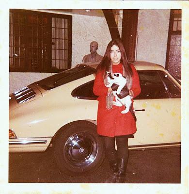 Lizzie em Kenwood, em frente a casa de John Lennon