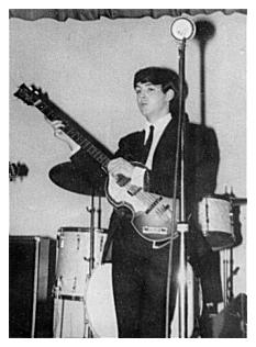 Paul McCartney usando um terno Beno Dorn em 1962