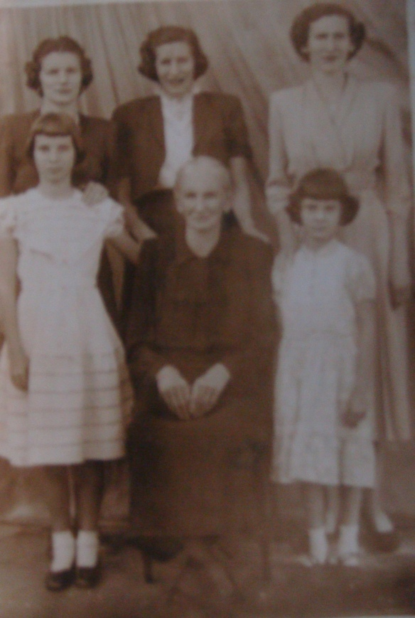Anna Florian com as filhas, Silvia, Eleonora, Assunta e Nair.