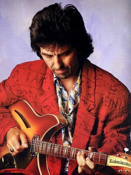 George Harrison com uma Rickenbacker