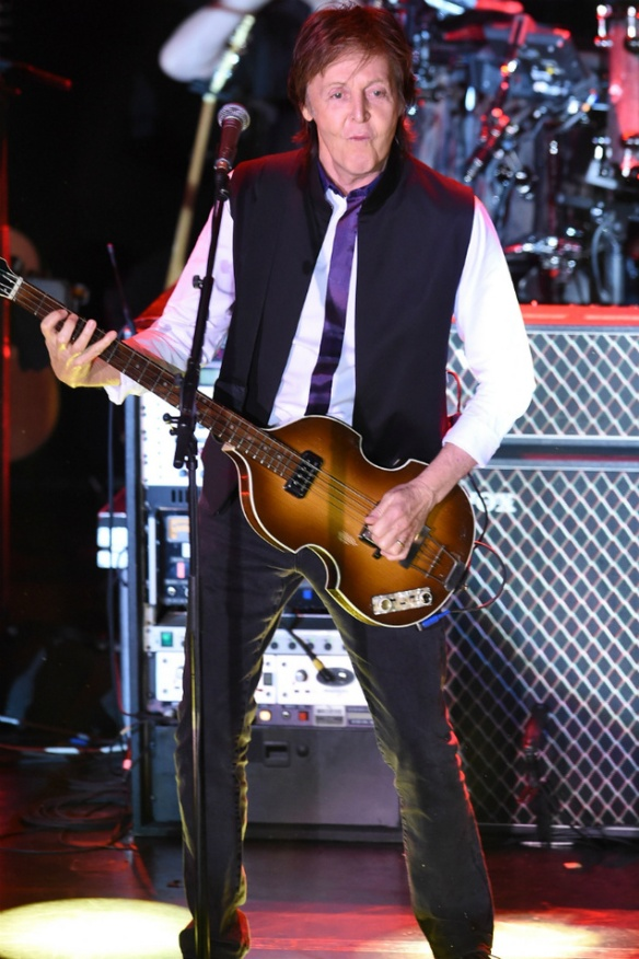 Paul McCartney I can't cry on stage