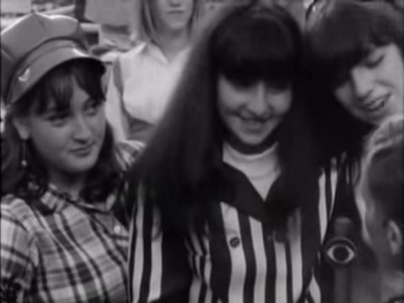 A da esquerda é a atriz Meryl Streep aos 16 anos.