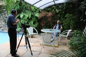 Sérgio gravando a entrevista com Erasmo...