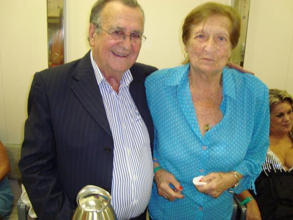 Edy Silva, divulgadora de RC em 1963, com Antonio Aguillar em 2013 durante um Cruzeiro onde acontecem os shows do Roberto Carlos...