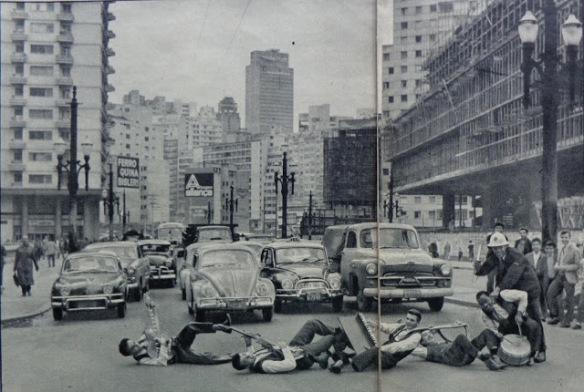 Os Terríveis, banda que parou o tráfico em frente à futura Câmera Municipal de São Paulo no Viaduto Maria Paula.