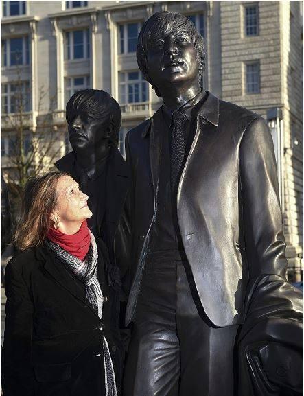 Julia Bayrd desvenda as estátuas