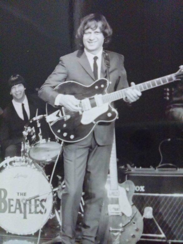 Marcus  no Teatro Crowne Plaza, onde a banda Beatles 4ever se apresentou durante 8 anos e meio. Foto do arquivo de Maria Helena Alberti