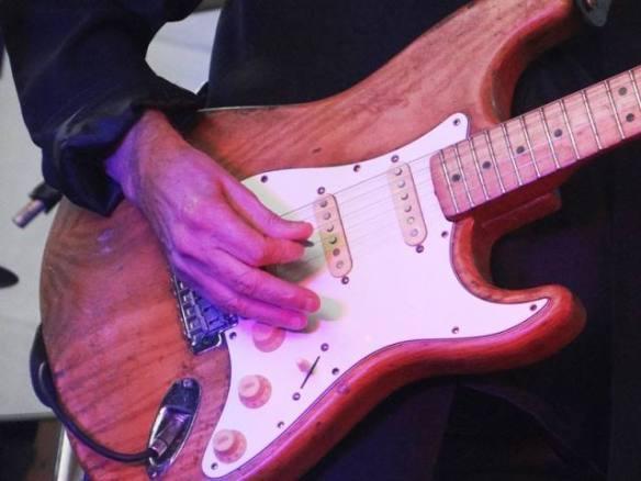 guitarra-de-renato