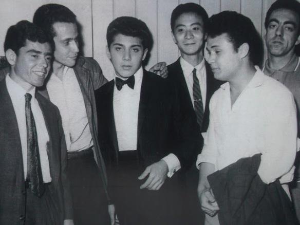 A turma da Young, Paulinho, Dudu, Daniel e Bob Win (The Avalons), Prini Lorez com o astro internacional, Paul Anka.